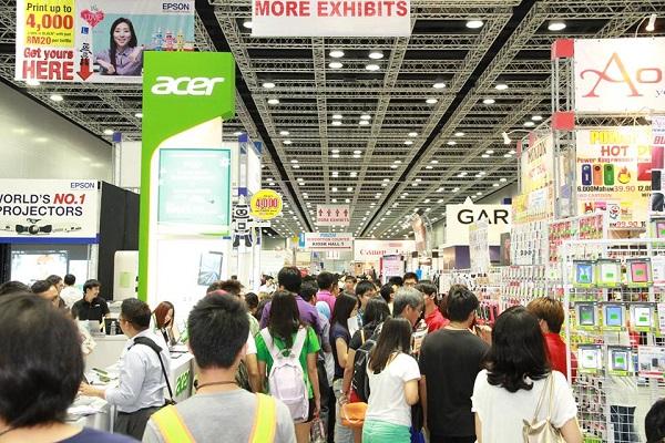 PC Fair crowd