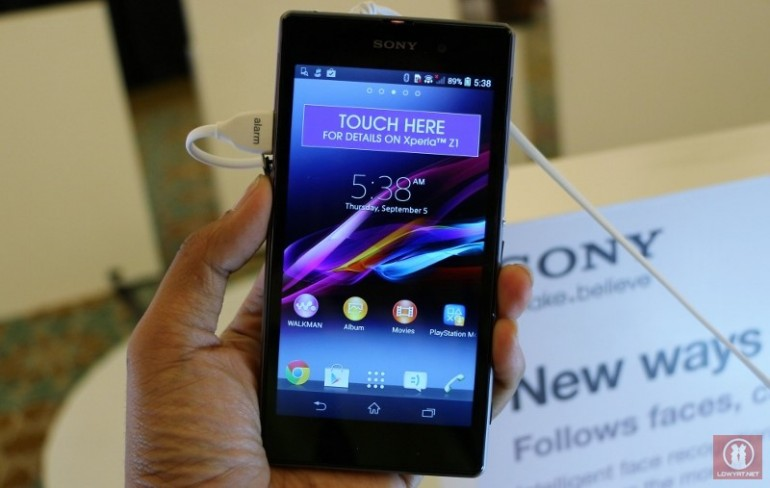 new concept 077ad 38320 First Look: Sony Xperia Z1, 5-Inch Full HD Waterproof Smartphone ...