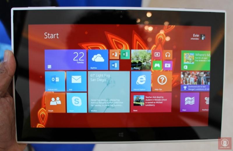Nokia Lumia 2520 Windows RT Tablet 12