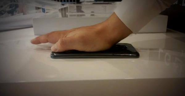 LG G Flex Flexed