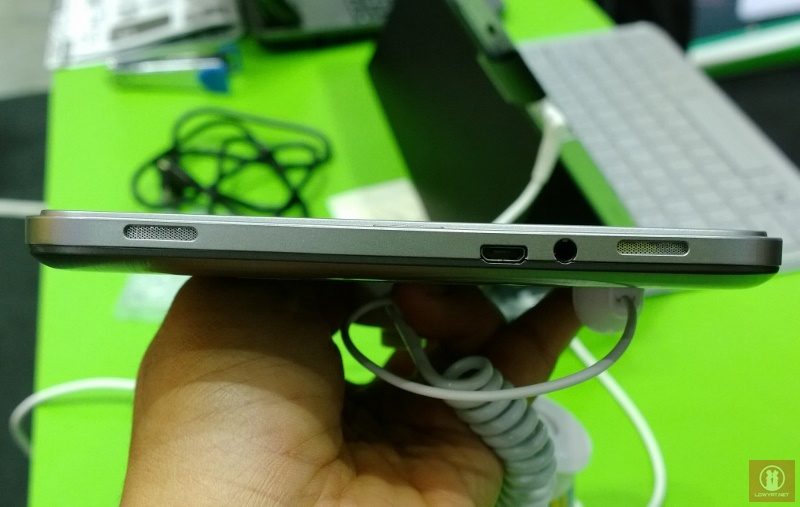 Acer Iconia W4 03