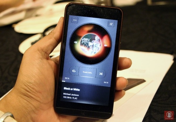 Hands On Calyx M High-Resolution Audio Player 01