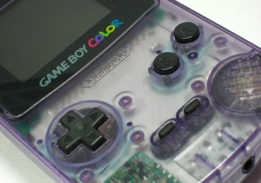 800px-Nintendo_gameboy_colour_clear_plastic_shell_Dec2007