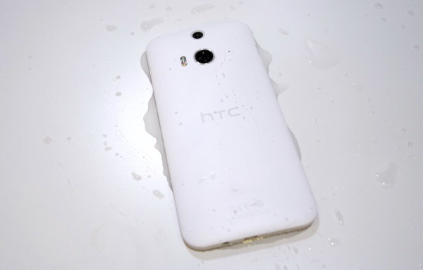 HTC Butterfly 2 Back Wet