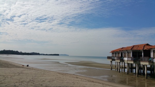 Note Edge Camera Sample Bright Sunlight by the Beach Small