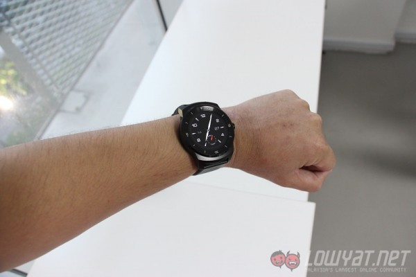 g-watch-r-review-2