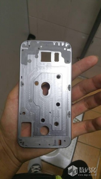 rumoured-galaxy-s6-metal-housing-1