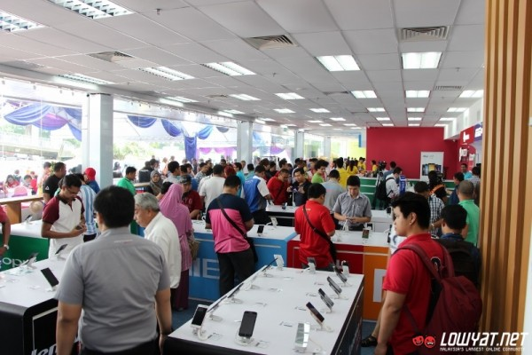 Sights and scenes directd gadget mega store is now open for directd gadgets mega store 46 sciox Choice Image