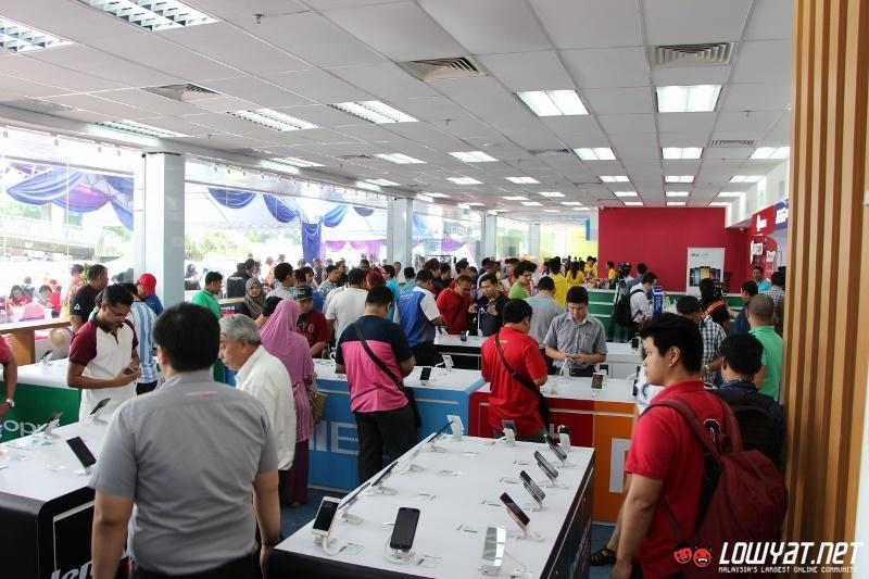 Sights and scenes directd gadget mega store is now open for directd gadgets mega store 46 sciox Images