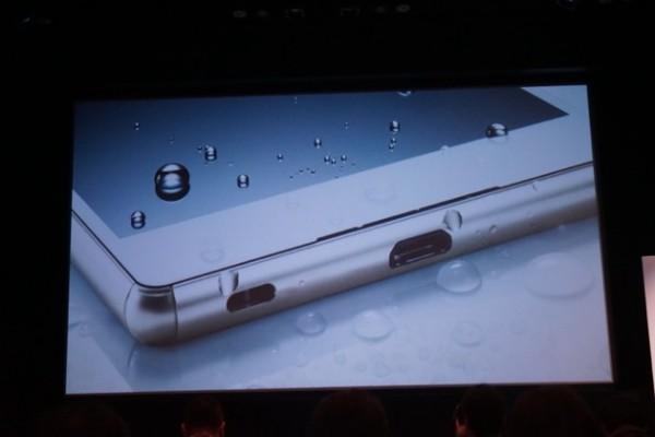 Sony Xperia Z4 Capless USB port