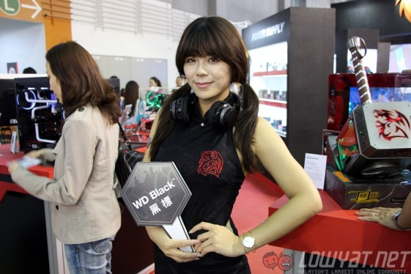 computex-2015-booth-babes-10