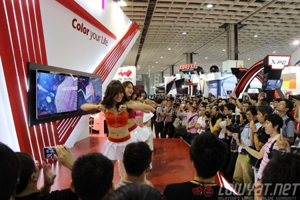 computex-2015-booth-babes-11