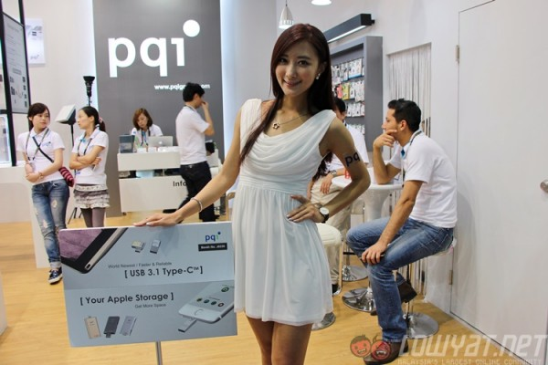 computex-2015-booth-babes-14