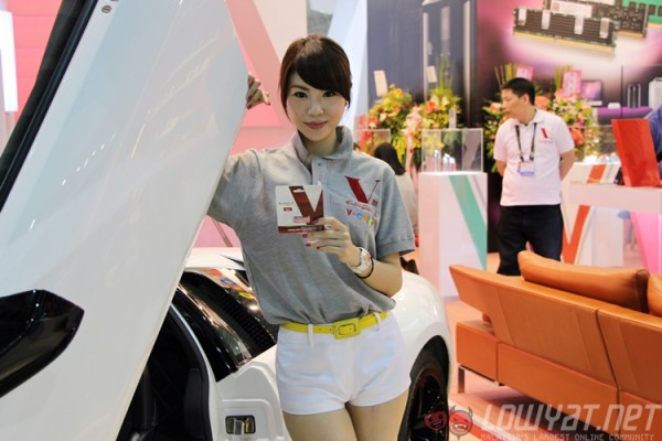 computex-2015-booth-babes-16