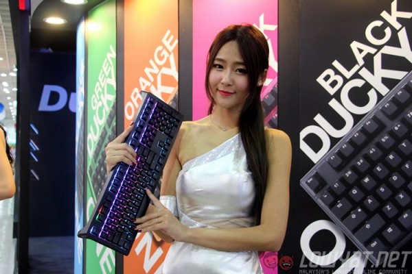 computex-2015-booth-babes-22