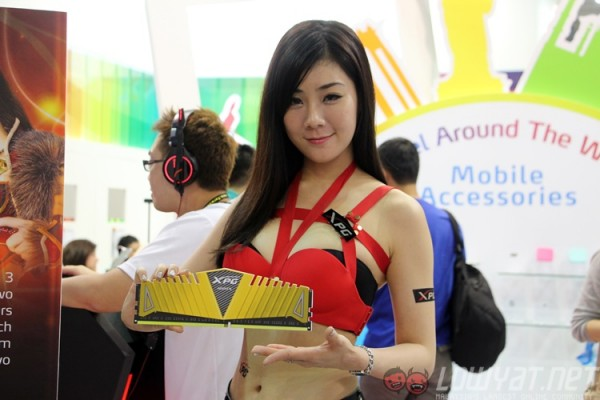 computex-2015-booth-babes-25