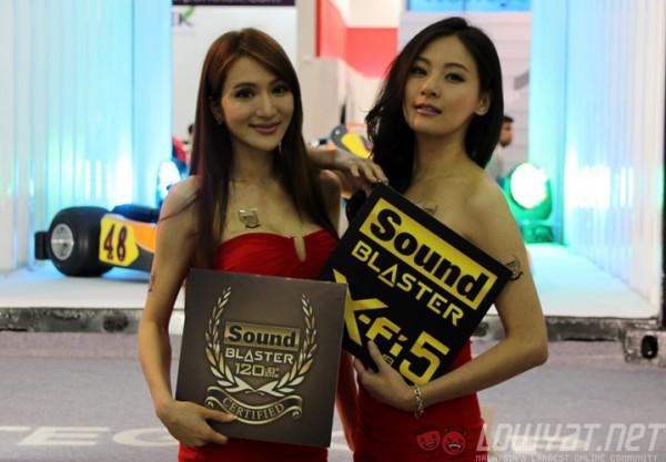 computex-2015-booth-babes-26