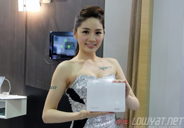 computex-2015-booth-babes-28