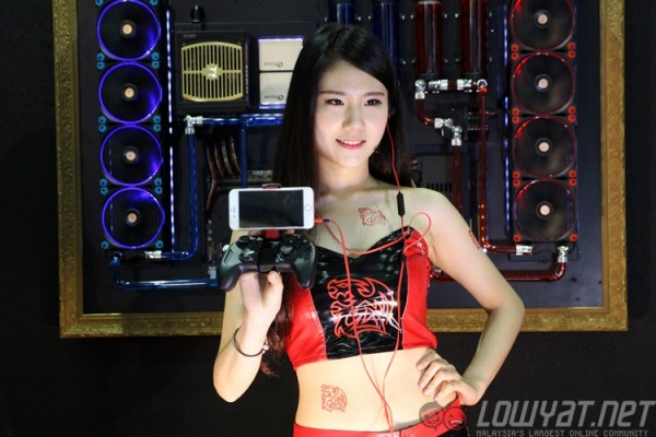 computex-2015-booth-babes-4