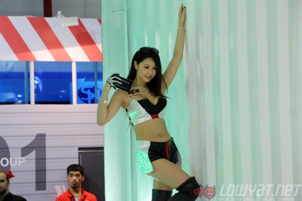 computex-2015-booth-babes-8
