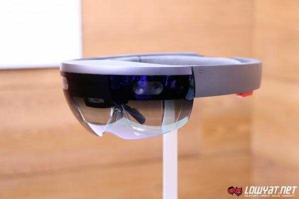 Microsoft HoloLens Eyes On 02