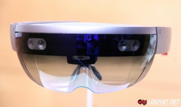 Microsoft HoloLens Eyes On 06
