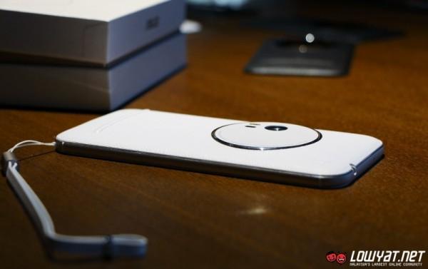 ASUS ZenFone Zoom Hands-On 16
