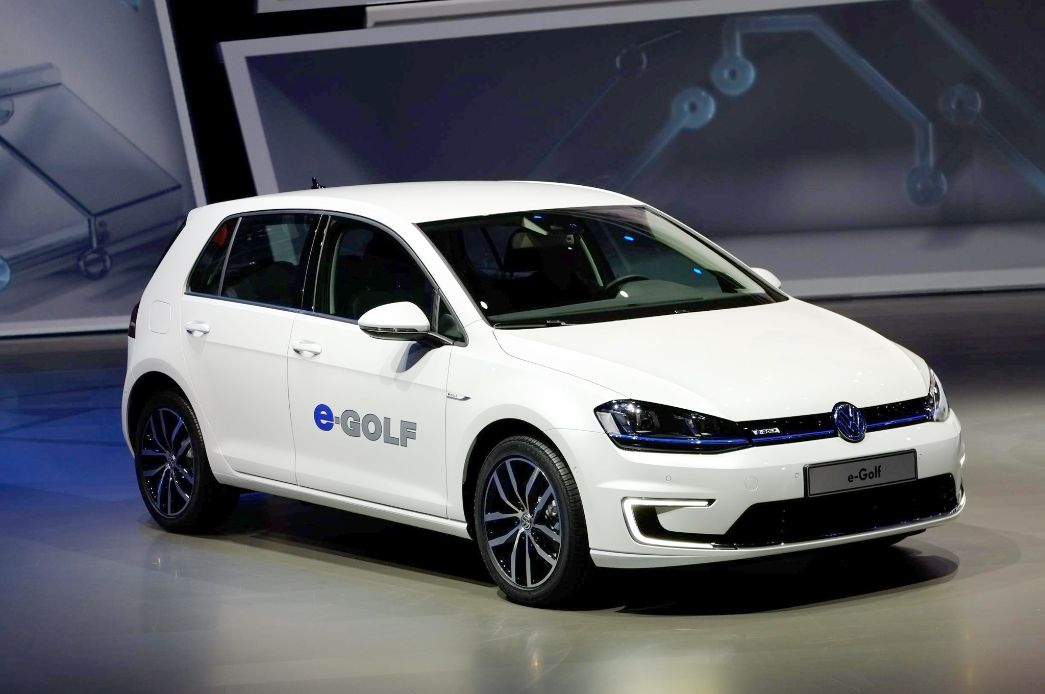 ces 2016 volkswagen introduces e golf touch vehicle comes with gesture controls lowyat net. Black Bedroom Furniture Sets. Home Design Ideas