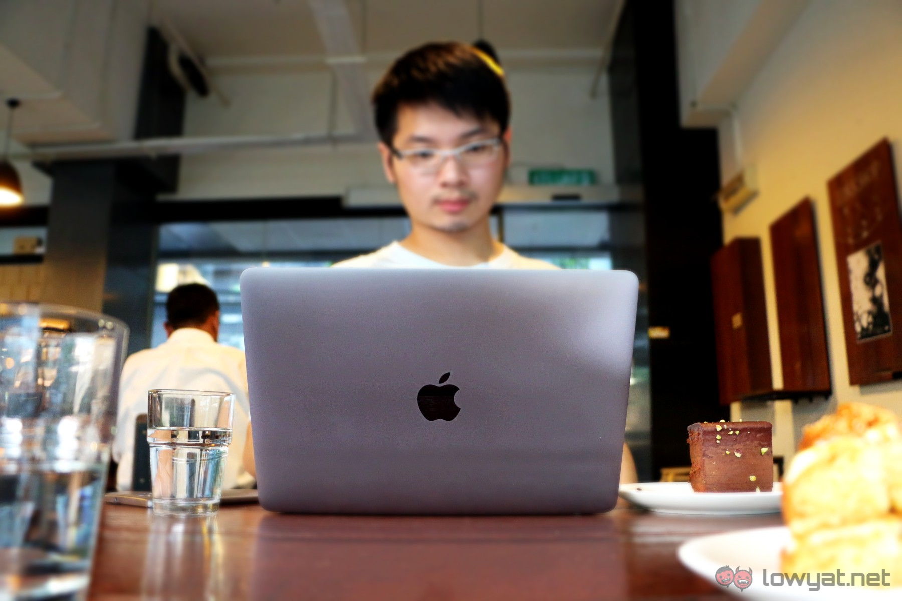 Apple-MacBook-2015-How-Can-I-Live-46