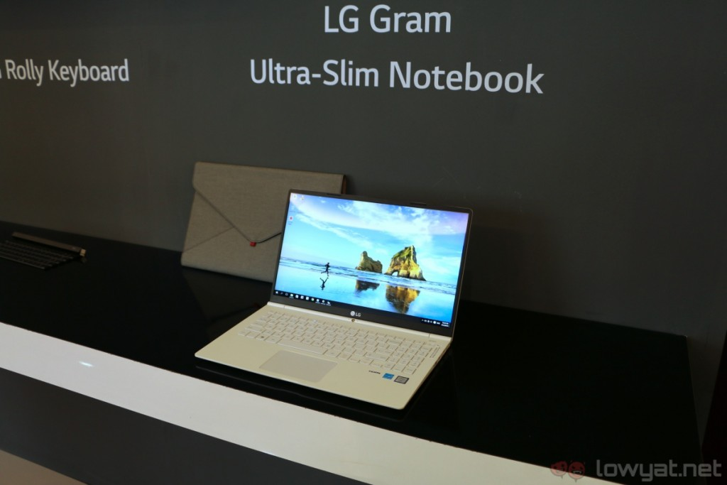 lg-gram-15-hands-on-2