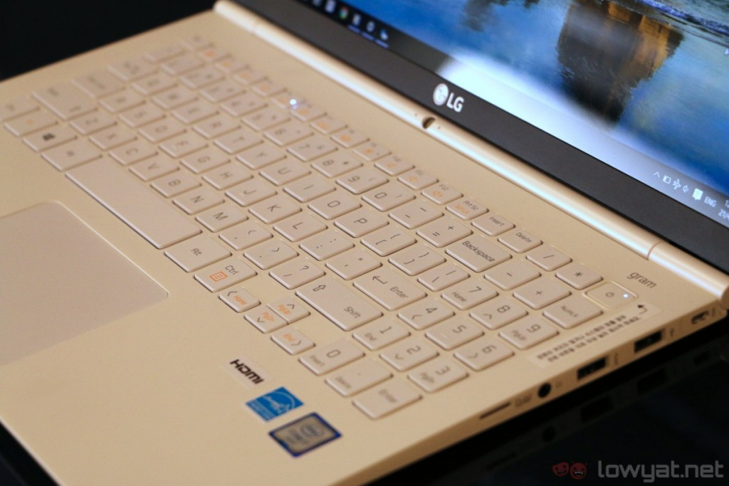 lg-gram-15-hands-on-4