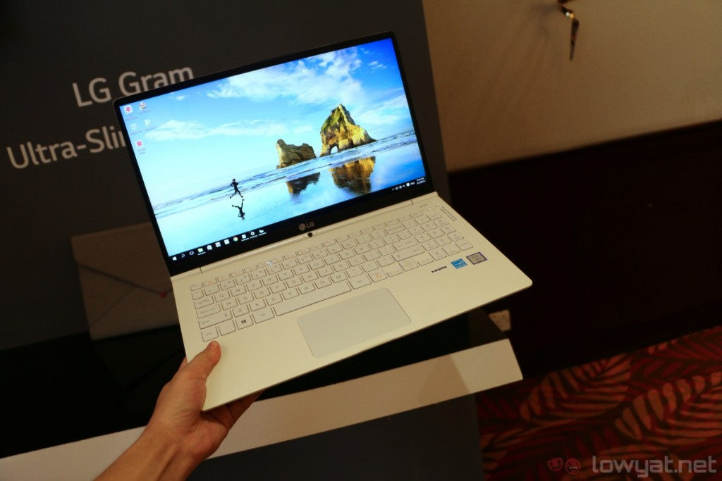 lg-gram-15-hands-on-6