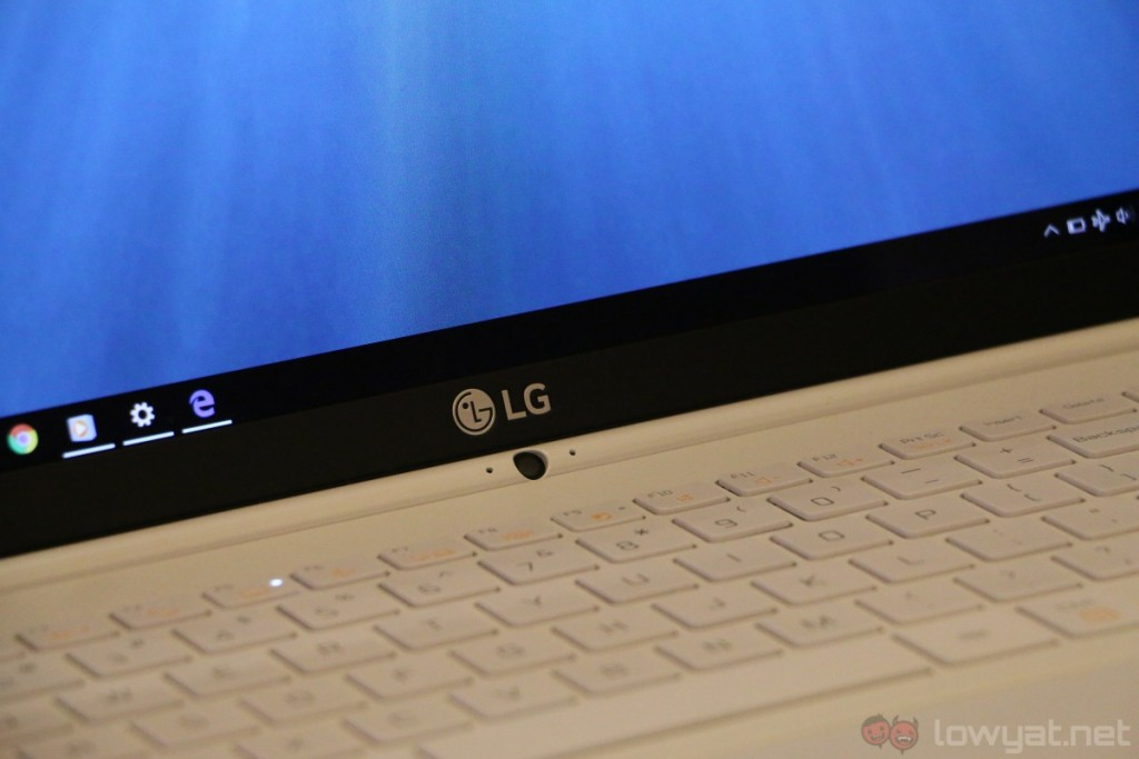 lg-gram-15-hands-on-8