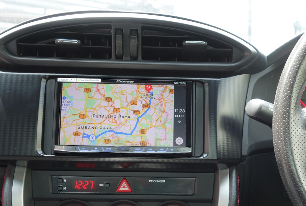 Navigation on Apple Maps on Pioneer X8850BT CarPlay