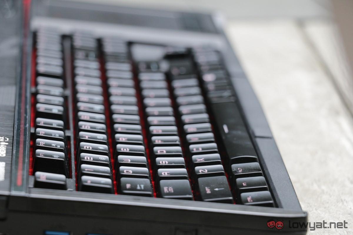 MSI-GT-83-SLI-Asus-GX-800-Laptop-Comparison-Review-IMG_7915