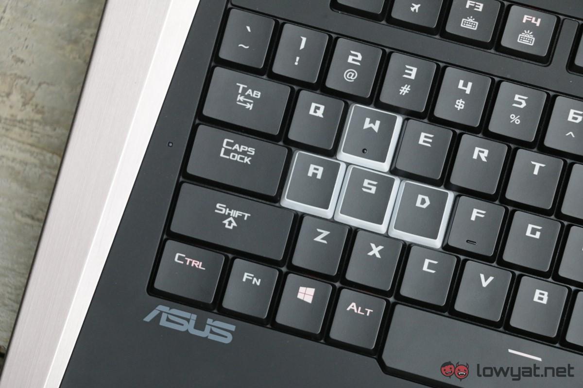 MSI-GT-83-SLI-Asus-GX-800-Laptop-Comparison-Review-IMG_7935