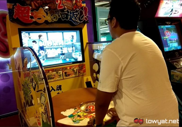 Meet The Awesome Japanese Table Flip Arcade Game: Yes, You Can Play