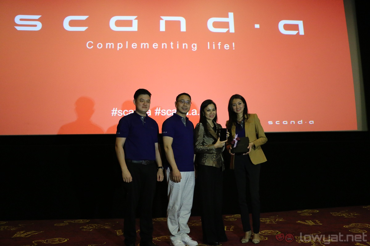 Scanda Smartphone With Built In Projector Launches In