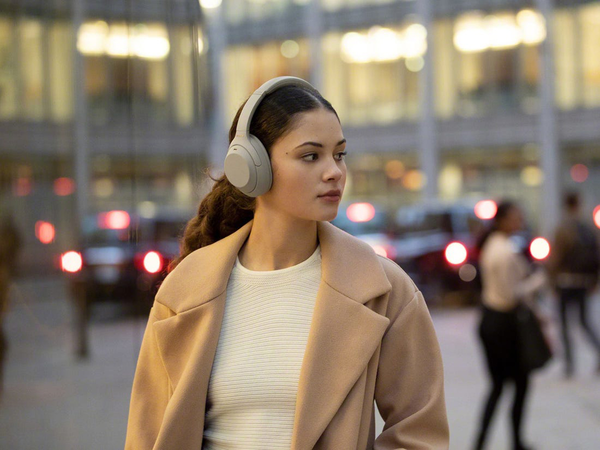 Sony WH-1000MX4 Wireless Noise-Cancelling Headphones Launched